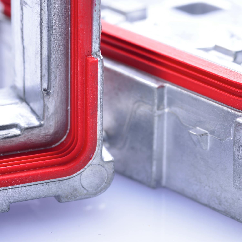 Silicone-aluminium composite parts