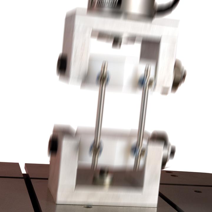 Zeitschwingversuch: Bei dynamisch beanspruchten Kunststoffen können statische Kurz- und Langzeitkennwerte nicht mehr zur Dimensionierung herangezogen werden. Das Verhalten der Kunststoffe muss dann bei schwingender Belastung in Zeitschwingversuchen ermittelt werden.